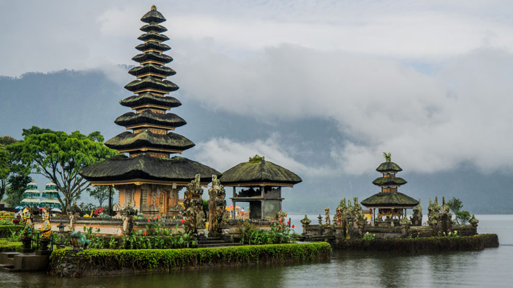 Bali Traditional Clothing and Etiquette