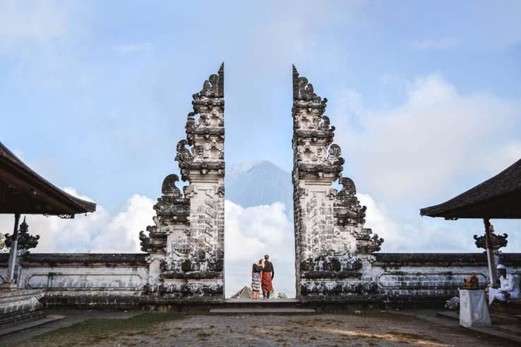 Bali---Traditional-Clothing-and-Etiquette Pura Lempuyang